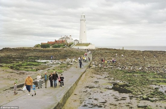 Dramatic Pictures of Low and High Tides