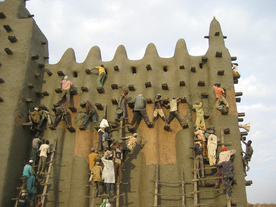 Great mosque in djenne the largest mud brick building in for Great pictures of the world