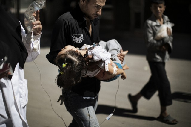 The father saving his daughter-s life in Syria